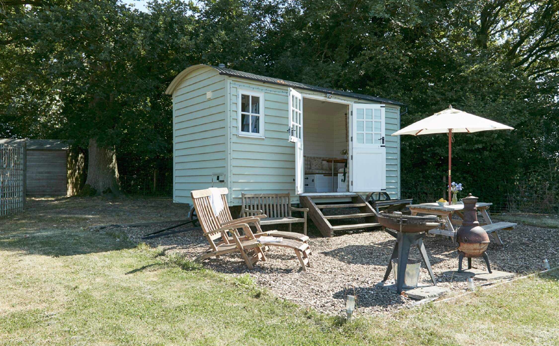 Bucks Green - Shepherds Hut - exterior