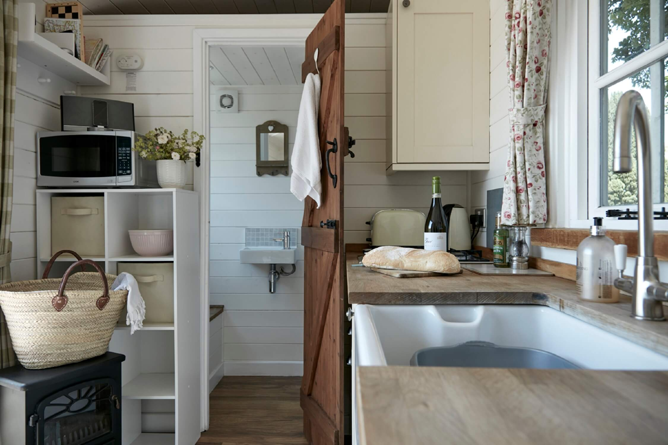 Bucks Green - Shepherd's Hut - interior