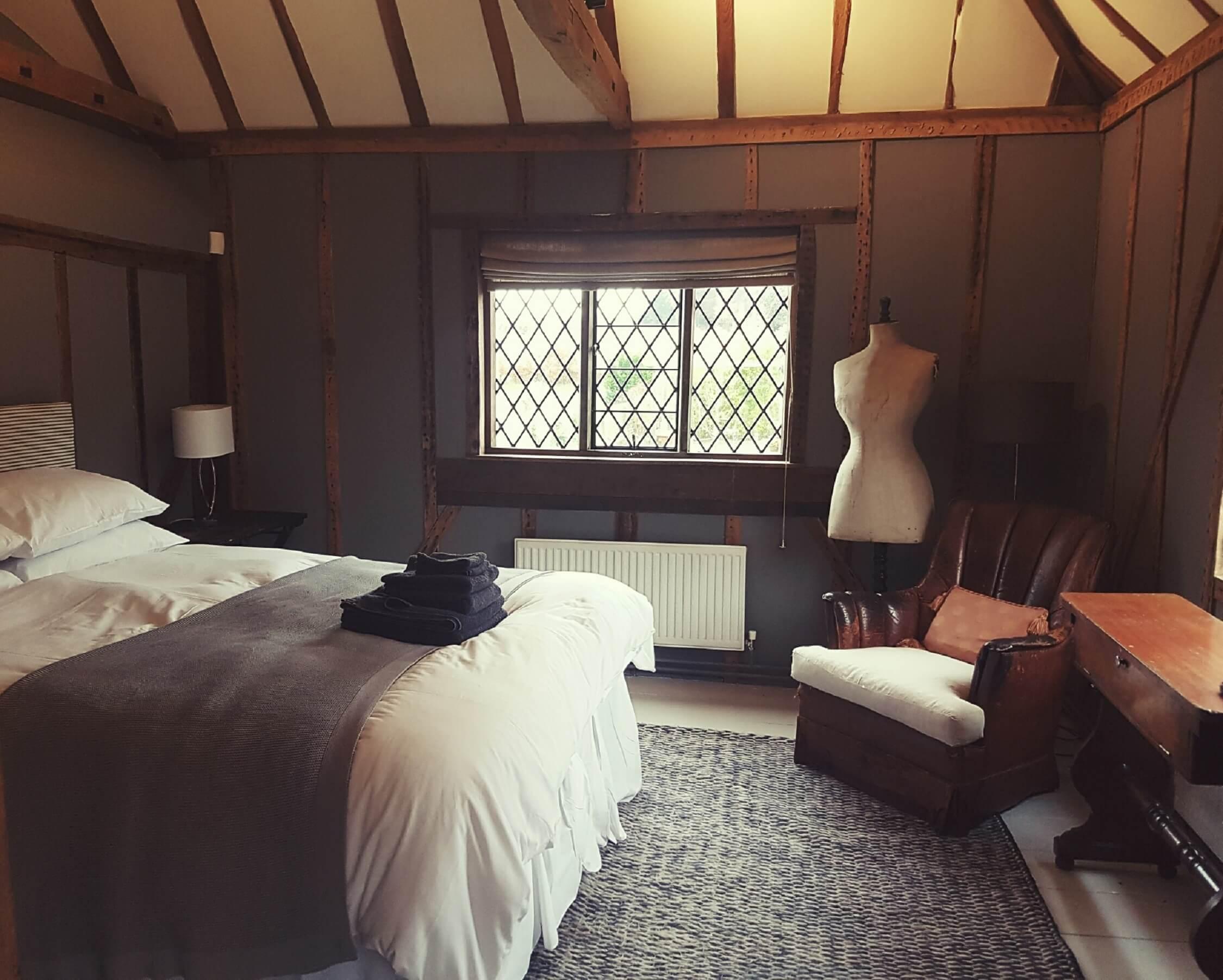 Fair Oak Farm - Farmhouse bedroom