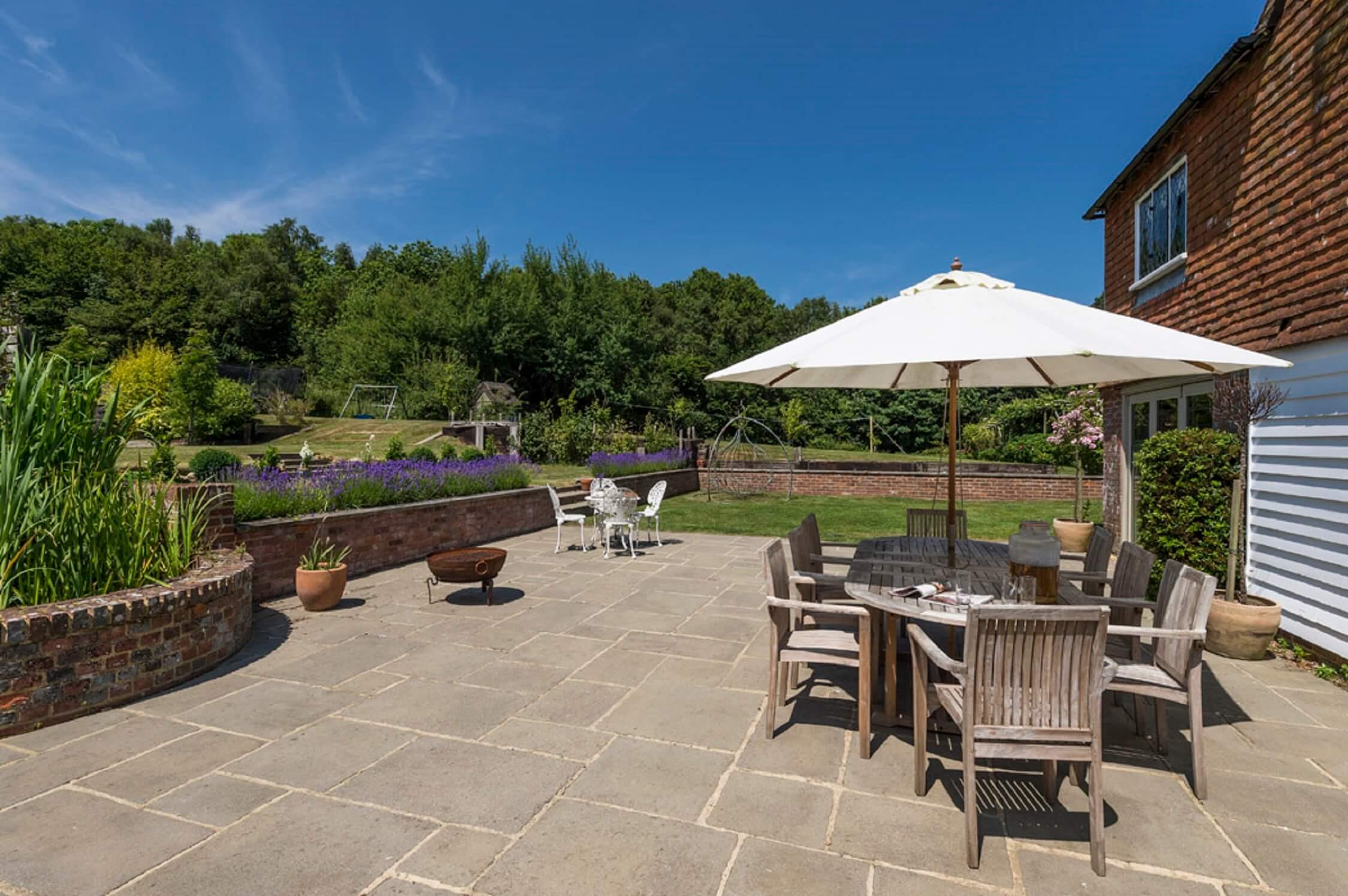 Fair Oak Farm - Farmhouse courtyard