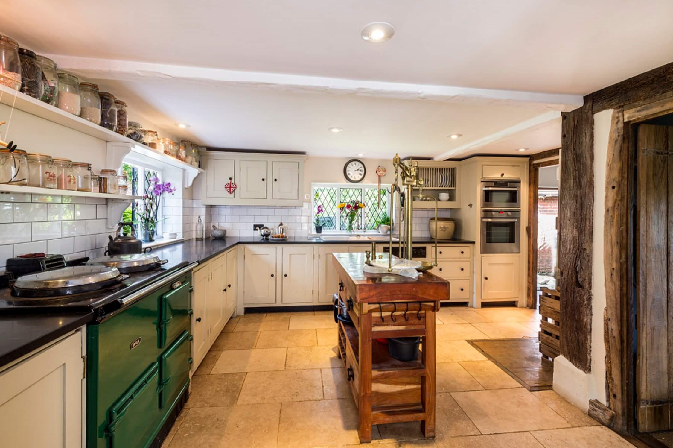 Fair Oak Farm - Farmhouse kitchen