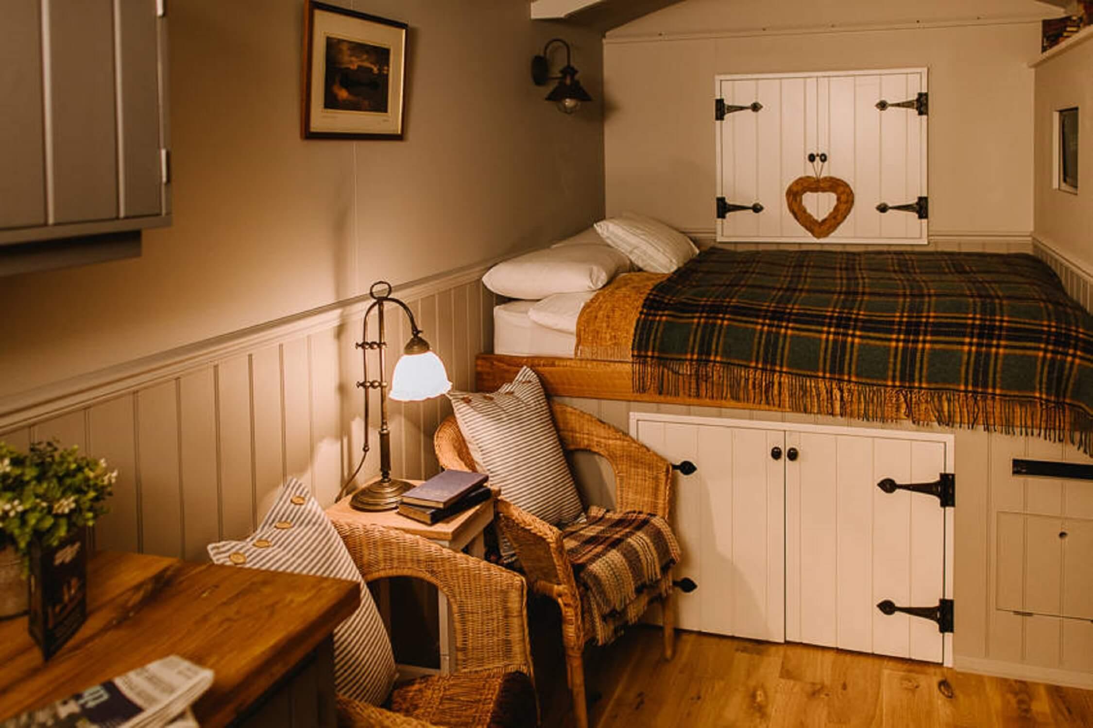 Fair Oak farm - Shepherd's hut interior