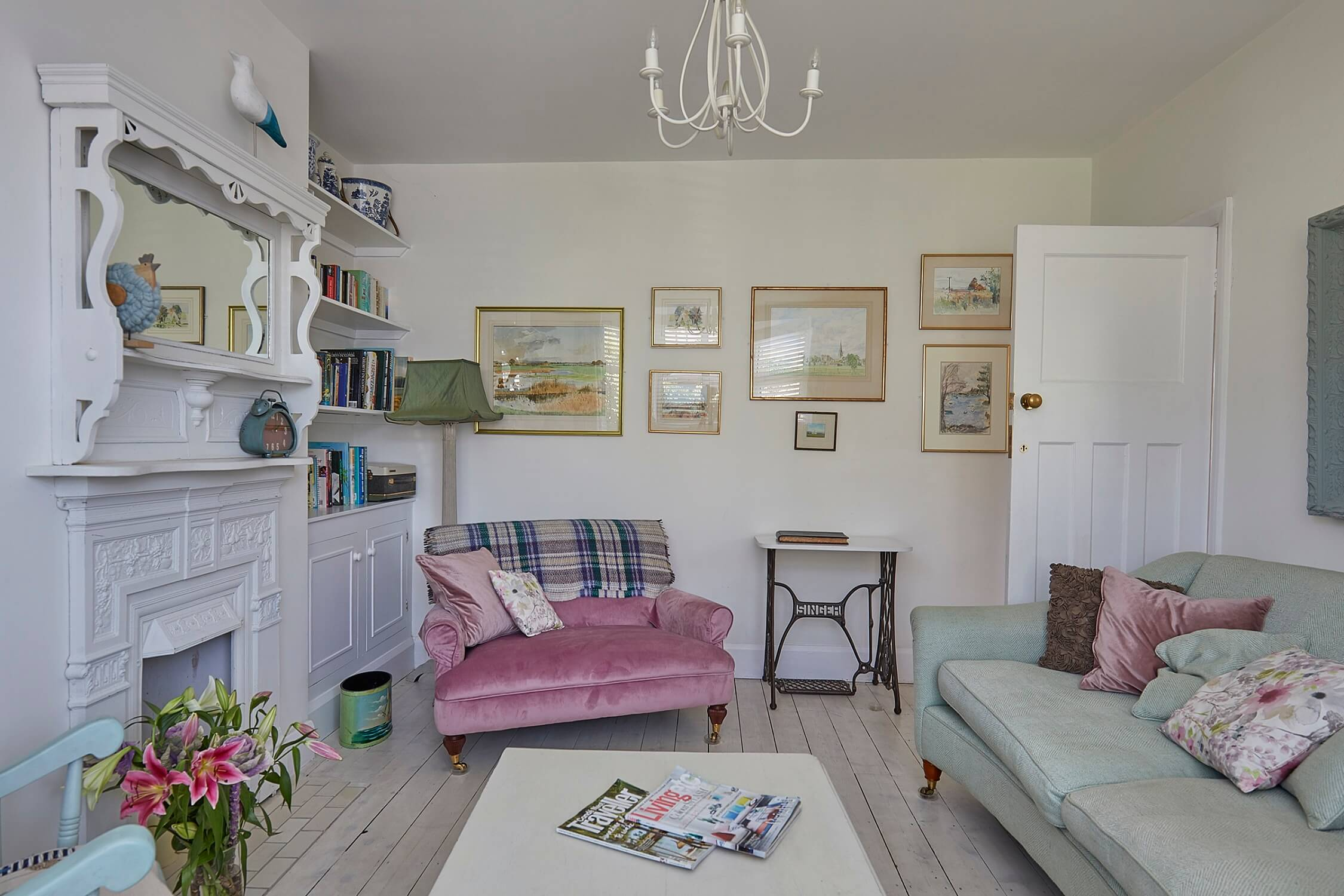 Front sitting room - Sussex holiday home - sleeps 8
