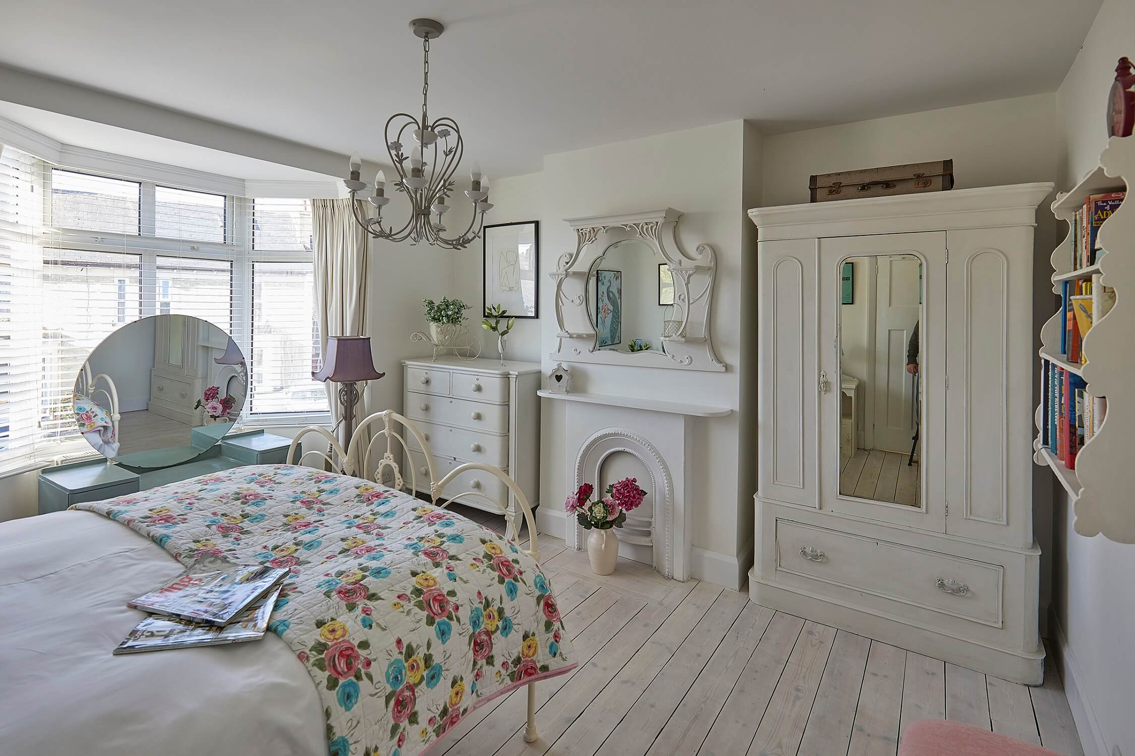 Hollies House - Bright spacious rooms in this stylish Susex getaway