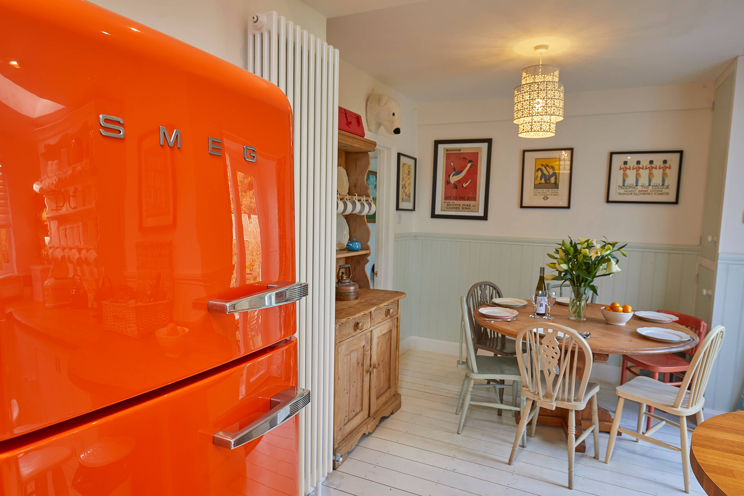 Hollies House - Light and spacious property with pops of colour