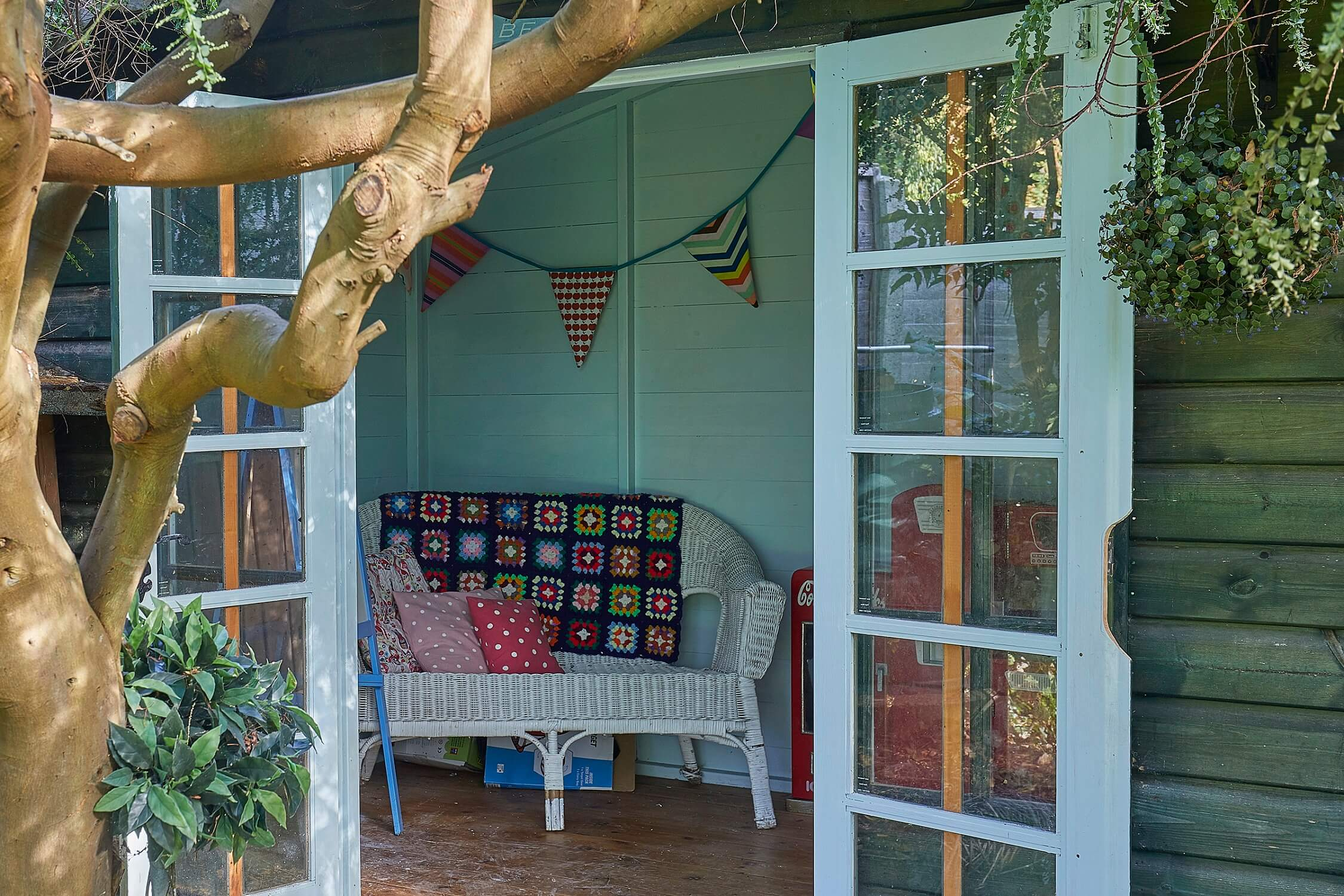 Hollies House - Summer house at the end of the garden adorned with children's toys