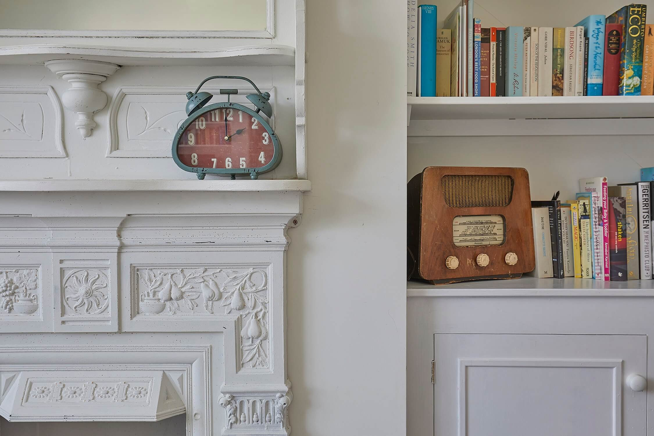Hollies House - sitting room details - holiday cottage Chichester