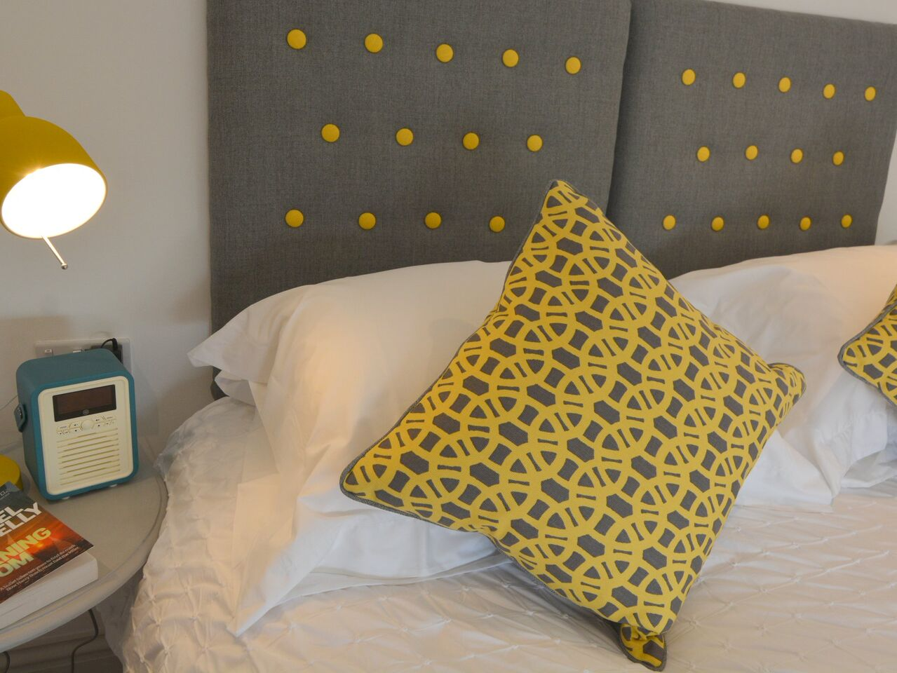 King sized bed with en-suite shower room - The Beach Hive Pevensey Bay Sussex Beach Fronted Holiday Cottage