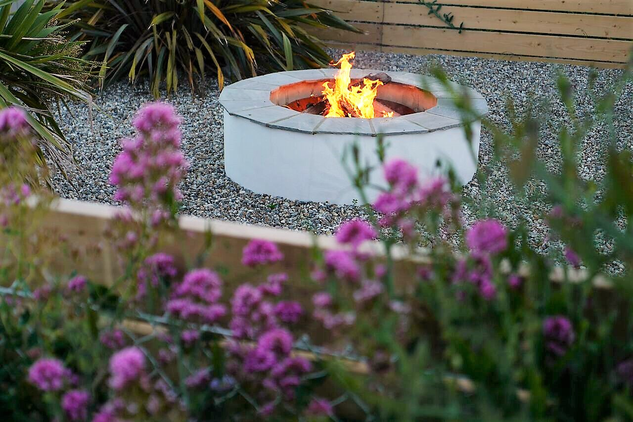 The Beach Hive, Pevensey Bay Sussex Beach Fronted Holiday Cottage - Firepit