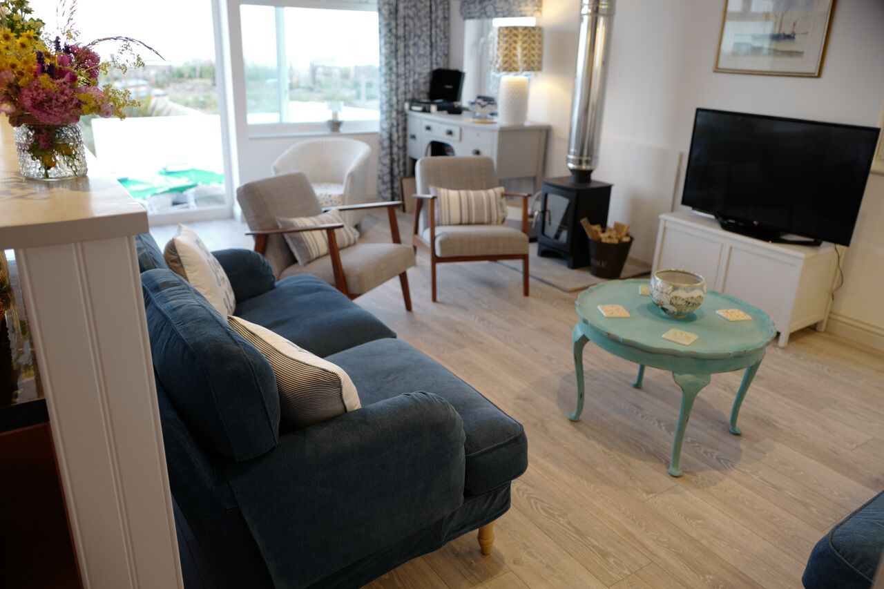 The Beach Hive Pevensey Bay Sussex Beach Fronted Holiday Cottage - Sitting Room