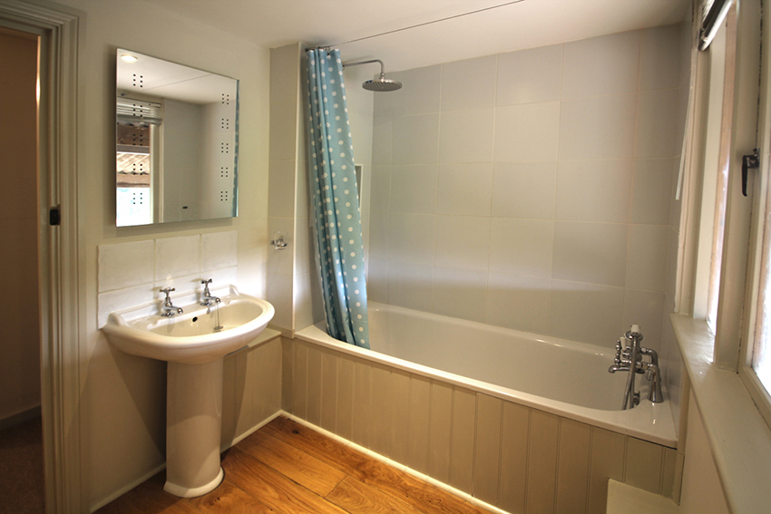 Stable Cottage - Bathroom
