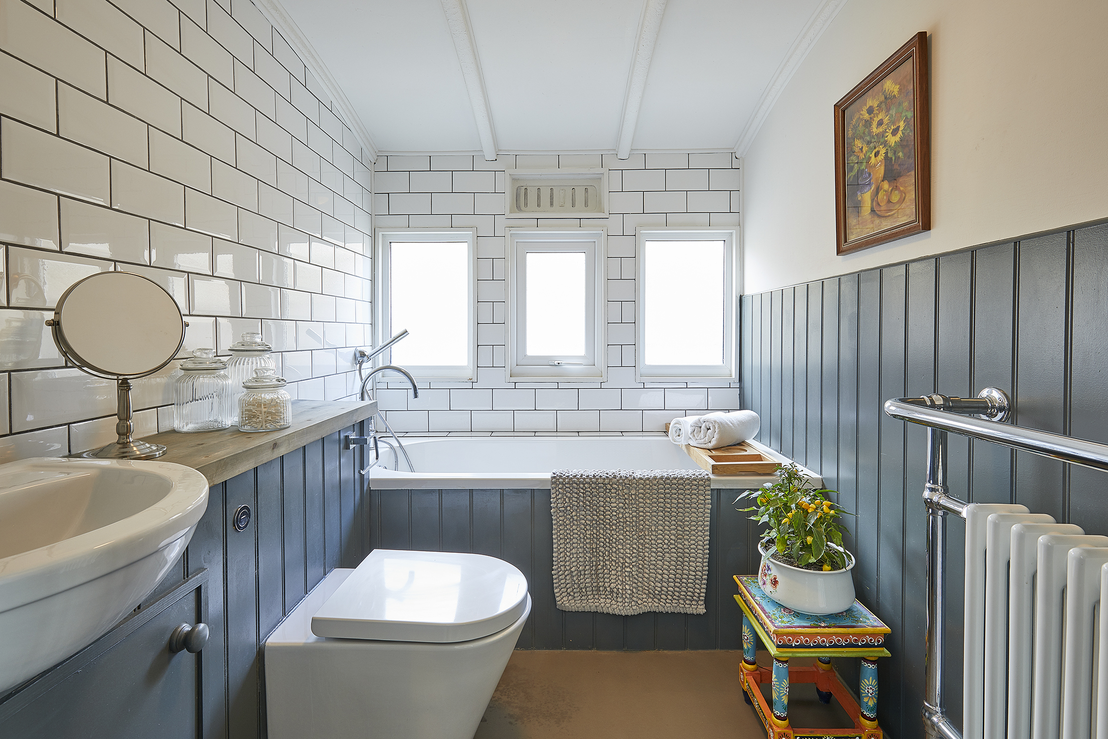 The Bolthole on Pagham Beach - Family bathroom in original Victorian railway carriage