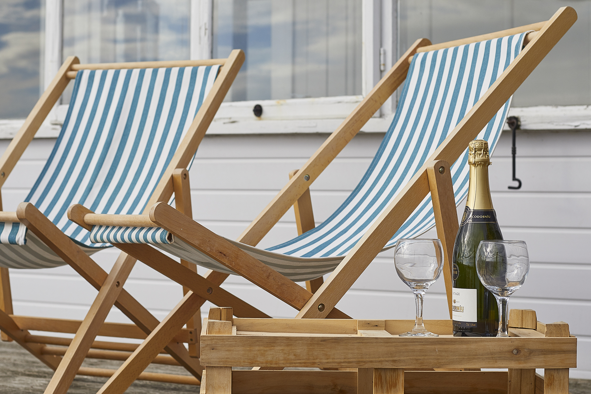 The Bolthole on Pagham Beach - soak up the seaside views - Sussex beach house