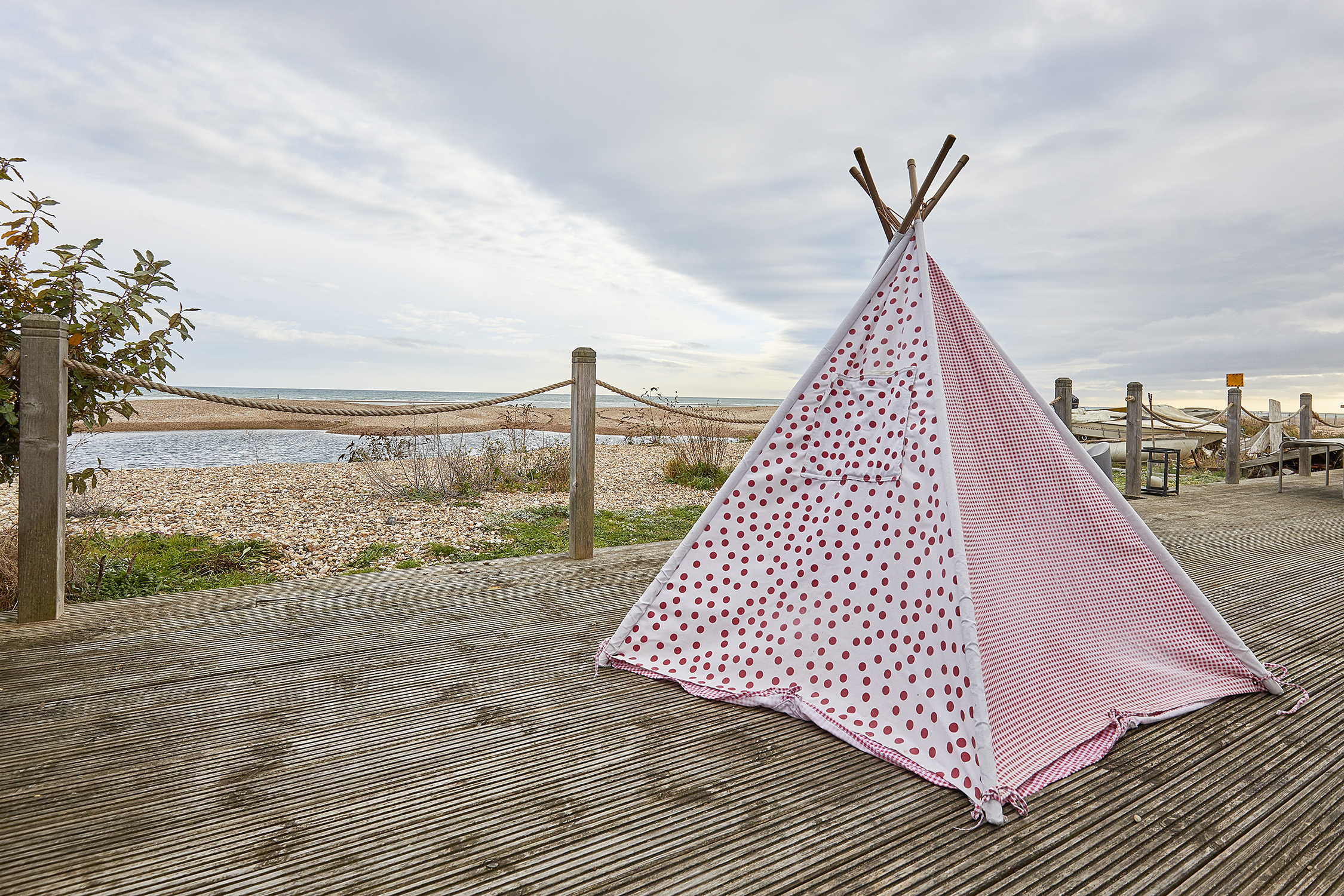 Wigwam for the little ones -child friendly holiday home bang on the beach at Pagahm, Sussex