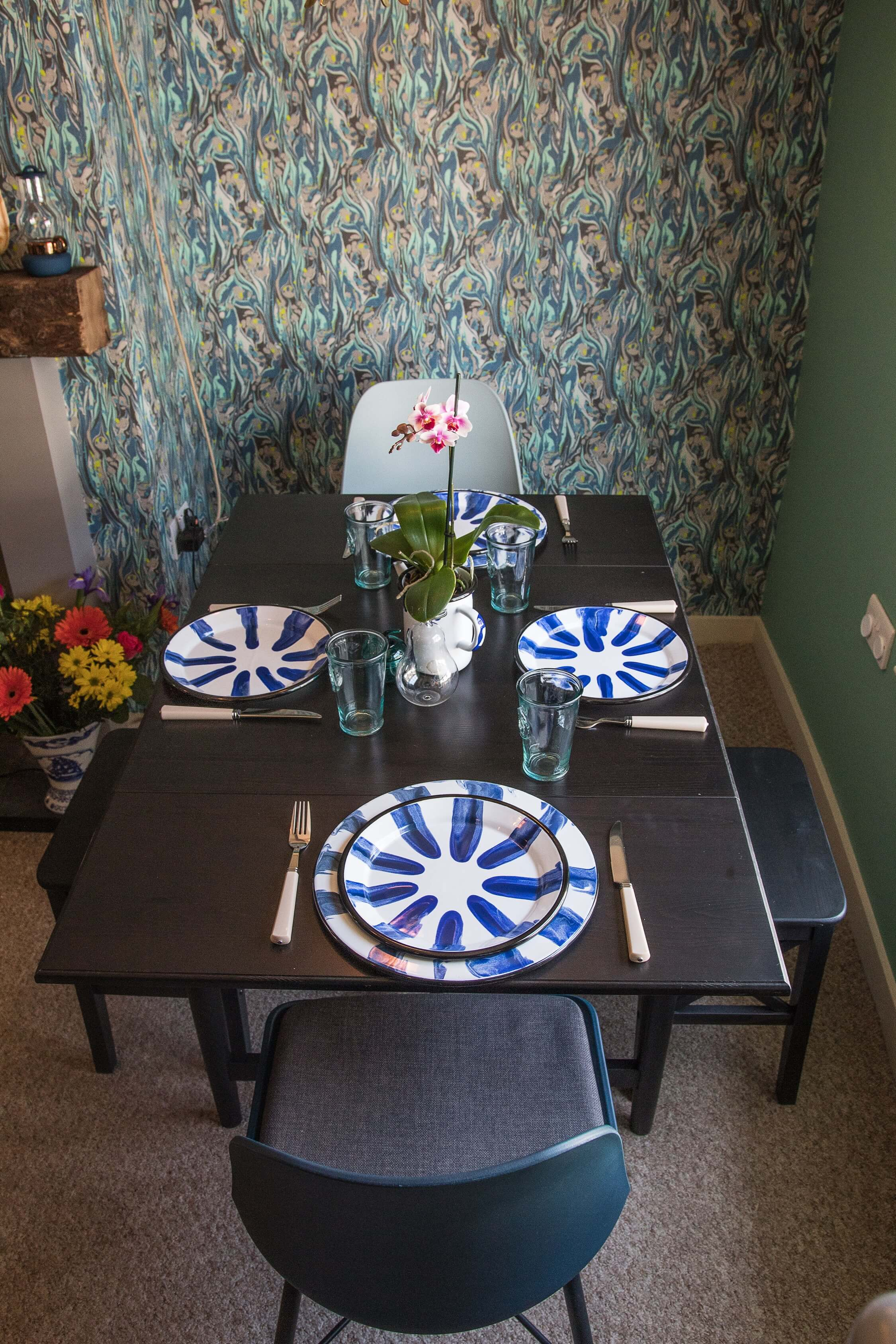 The Crow's Nest Rye - dining table for 4 people. Family friendly holiday home.