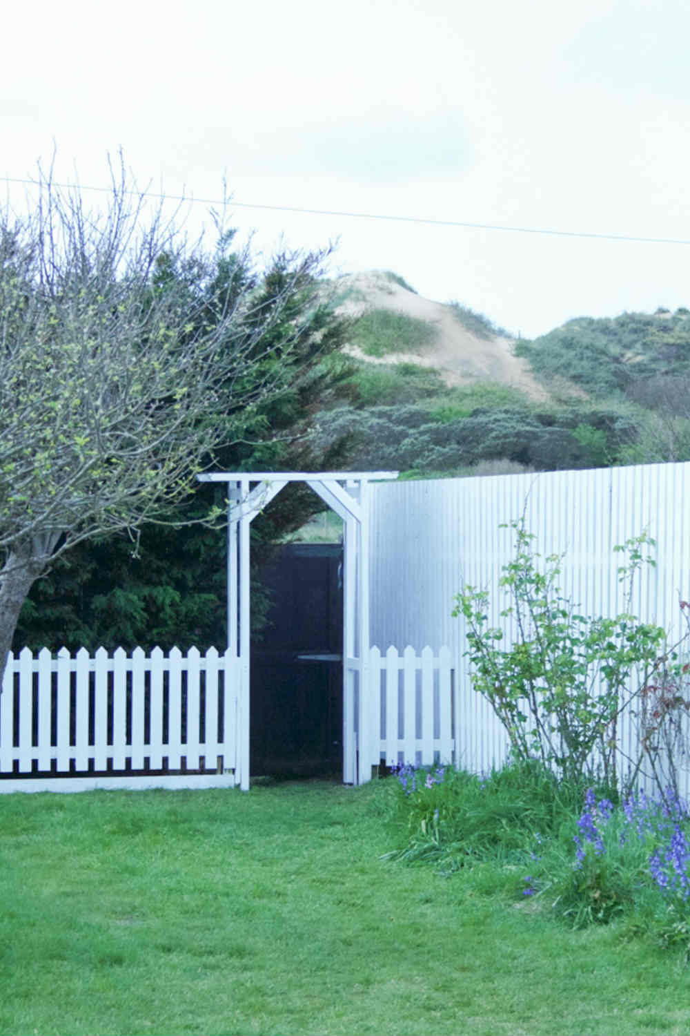 Camber Sands Cottage - Garden onto sand dunes