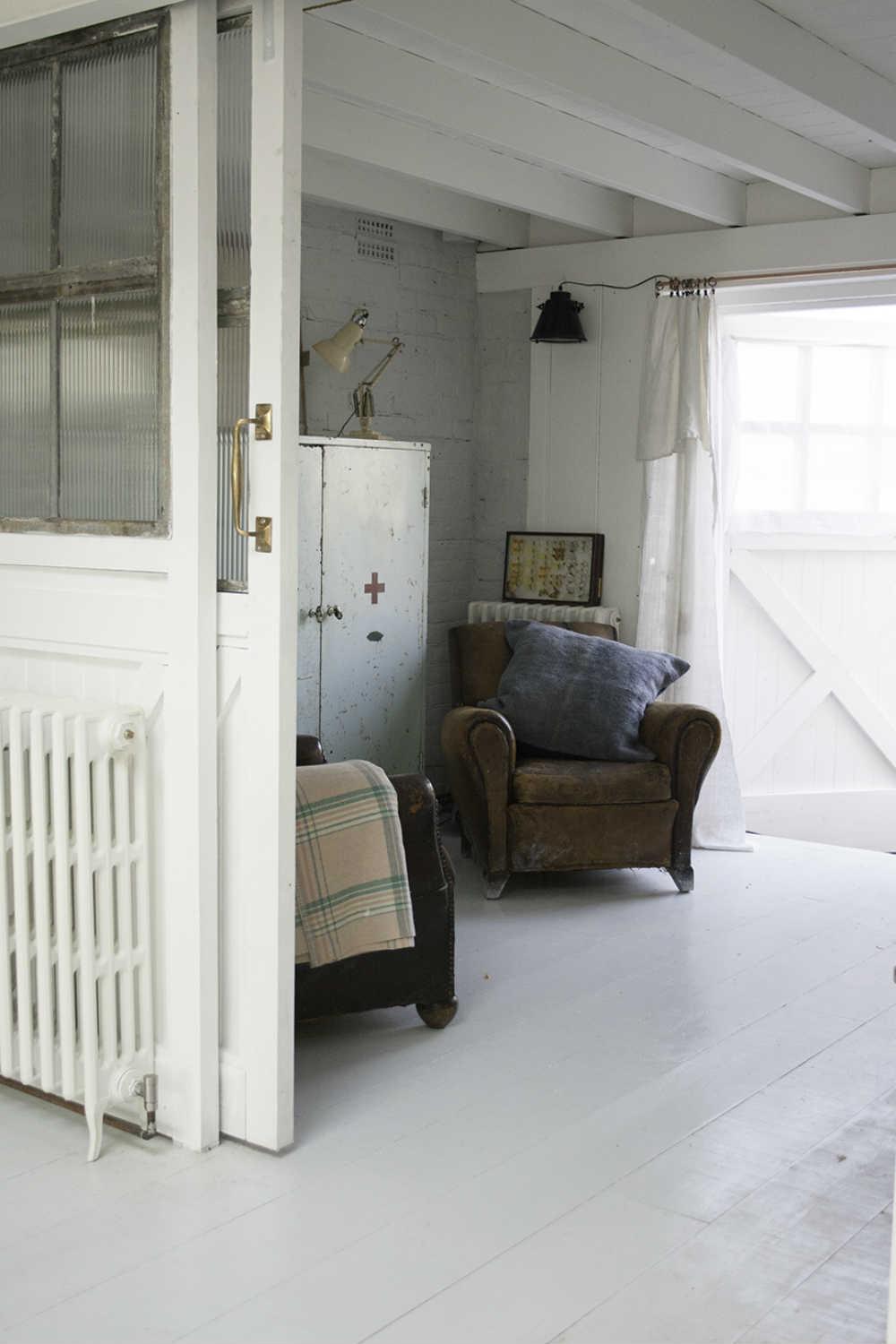 Camber Sands Cottage - leather armchairs