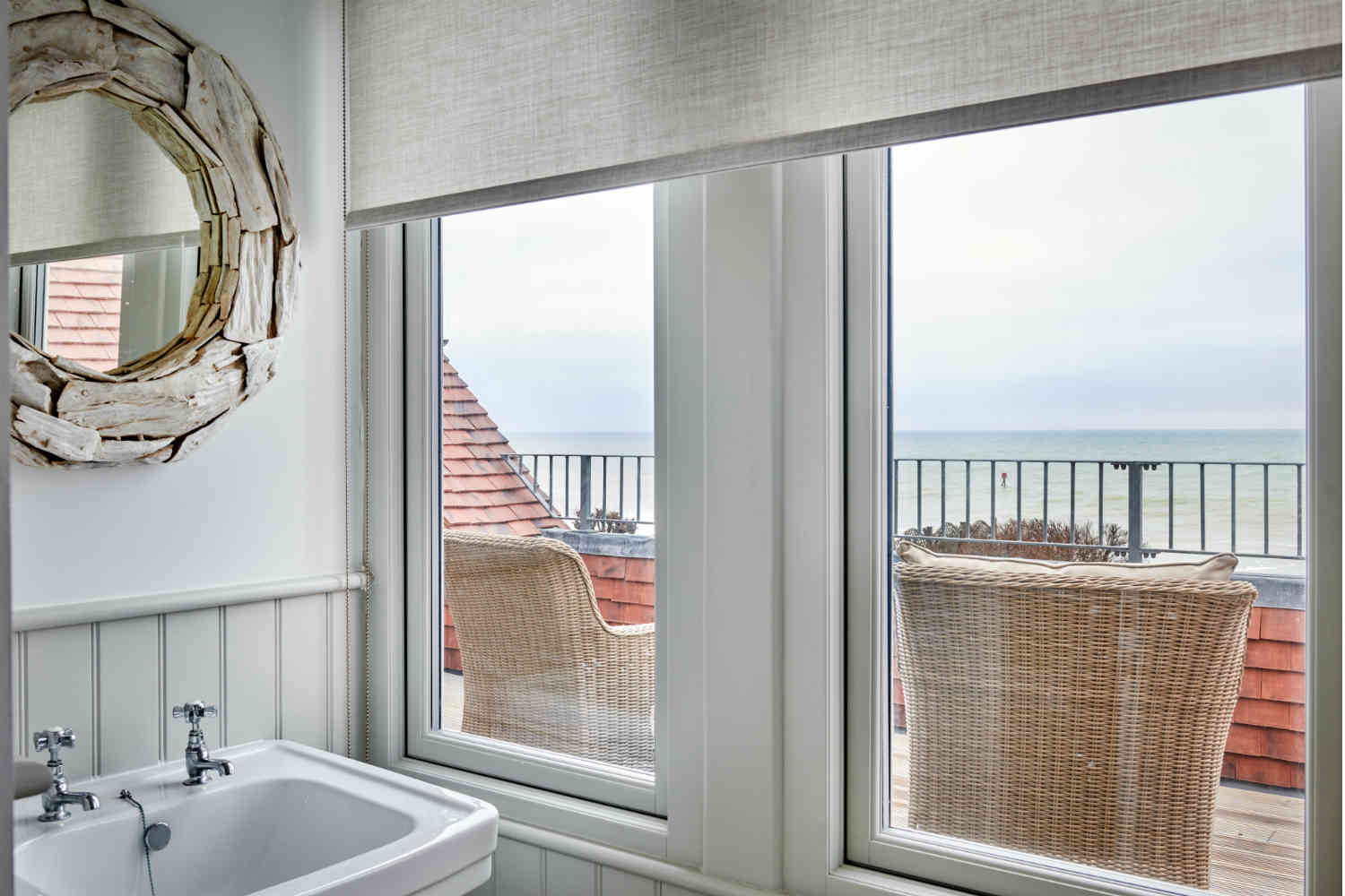 Flagstones - Bathroom overlooking balcony and sea