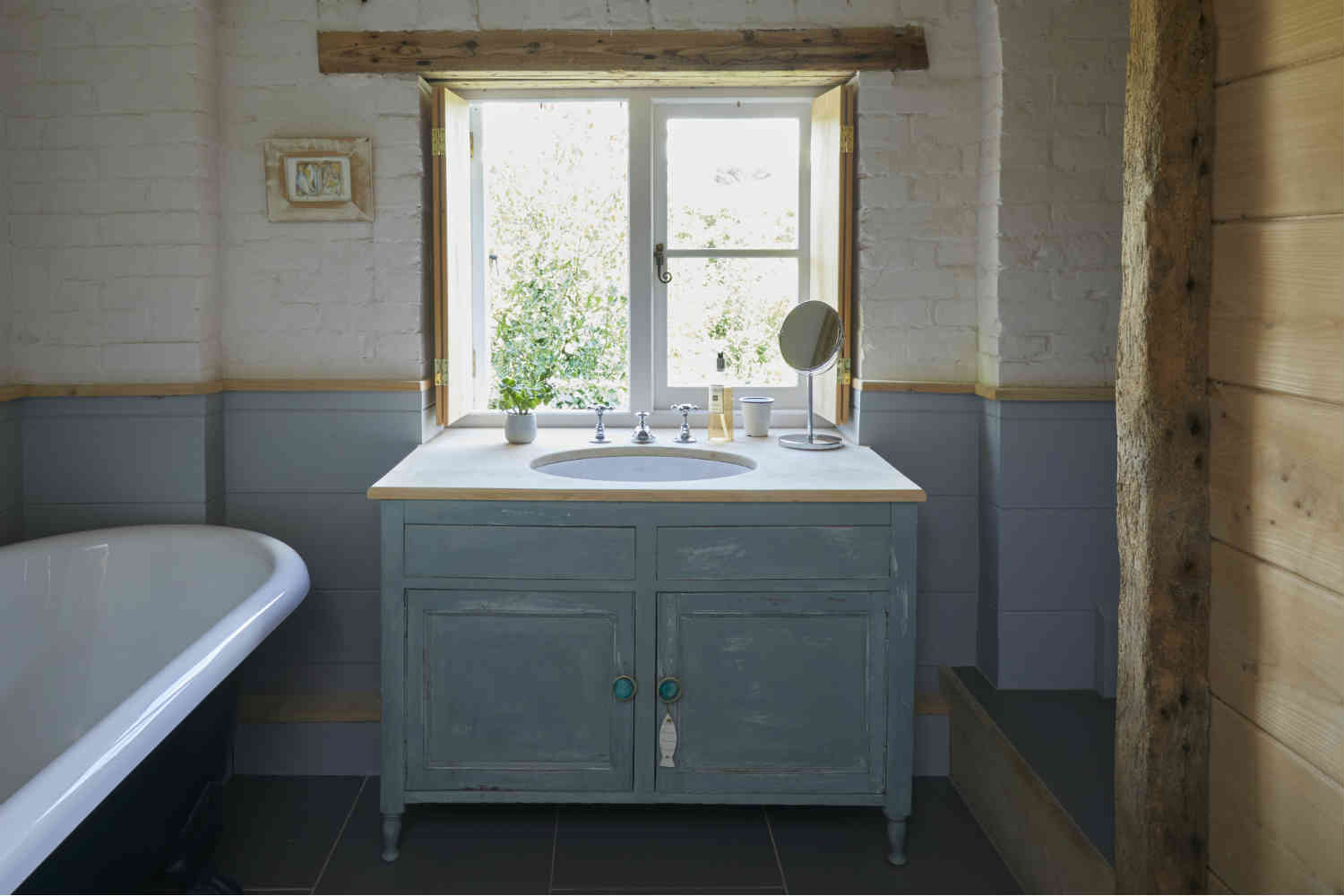Bosham Cottage - bathroom