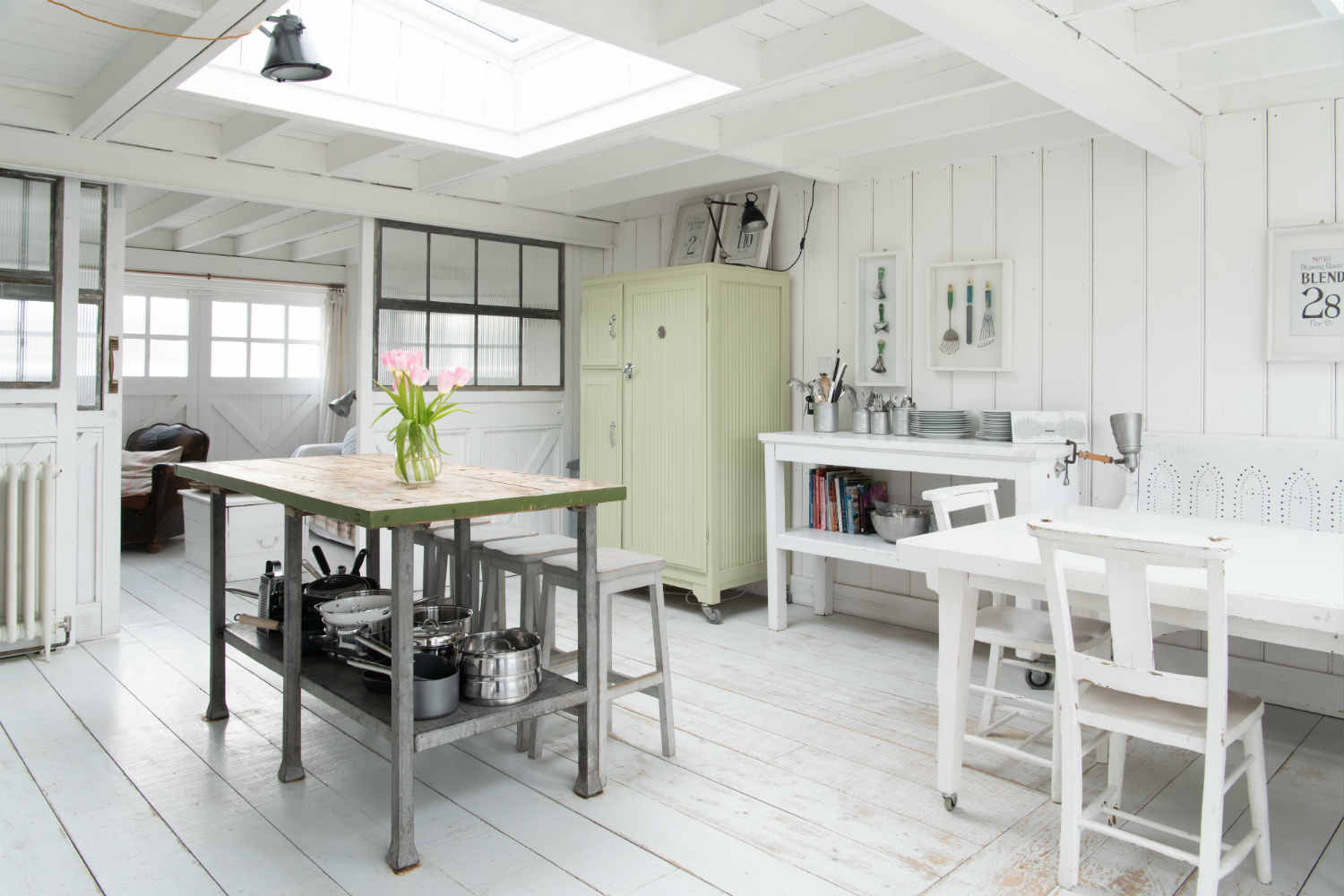 Camber Sands Cottage - kitchen and dining area