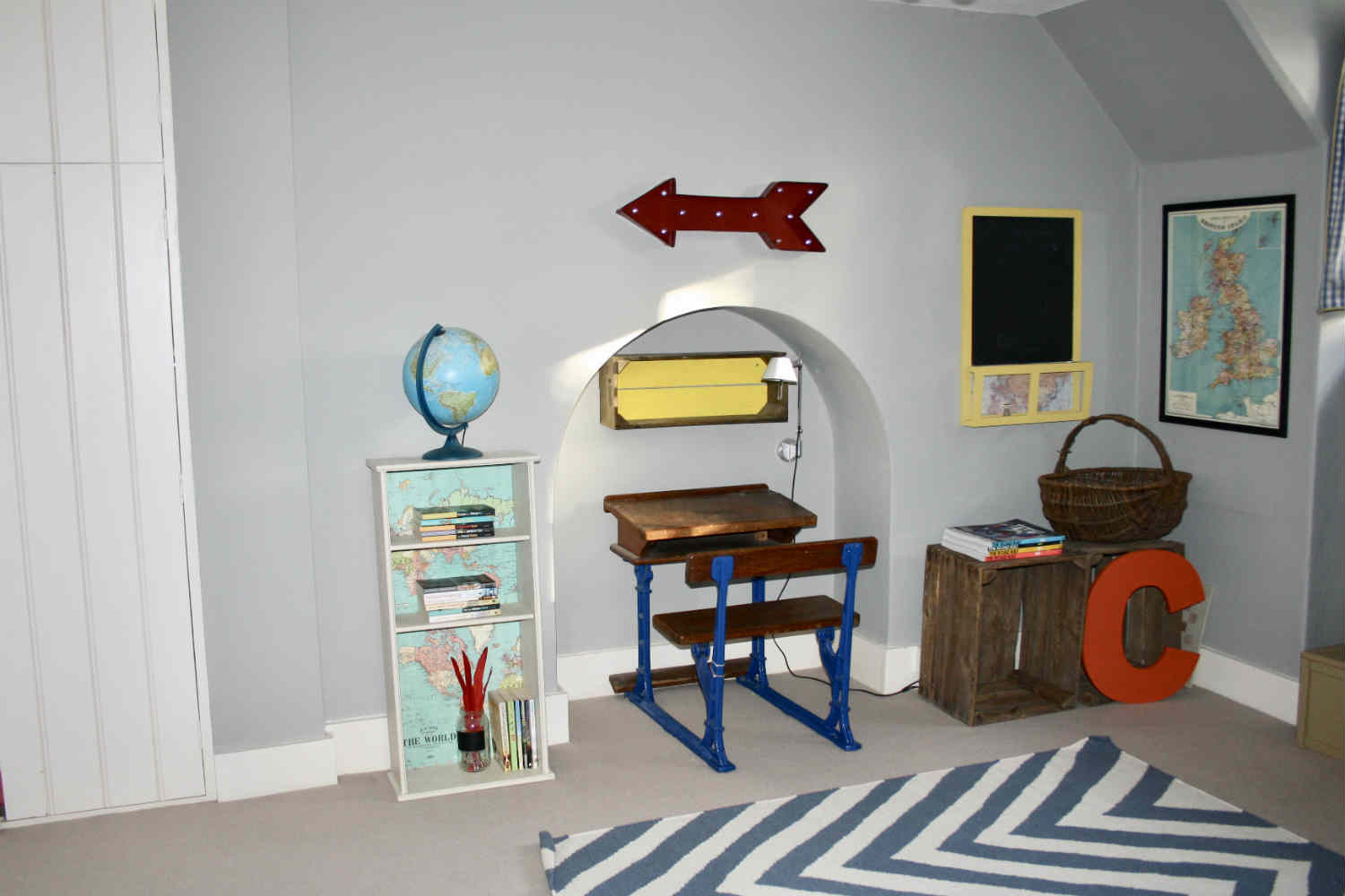 Childs room with bunk beds