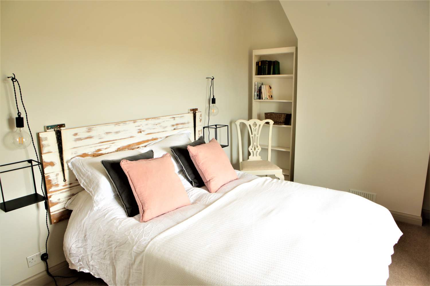Walland Cottage - Kingsized bed