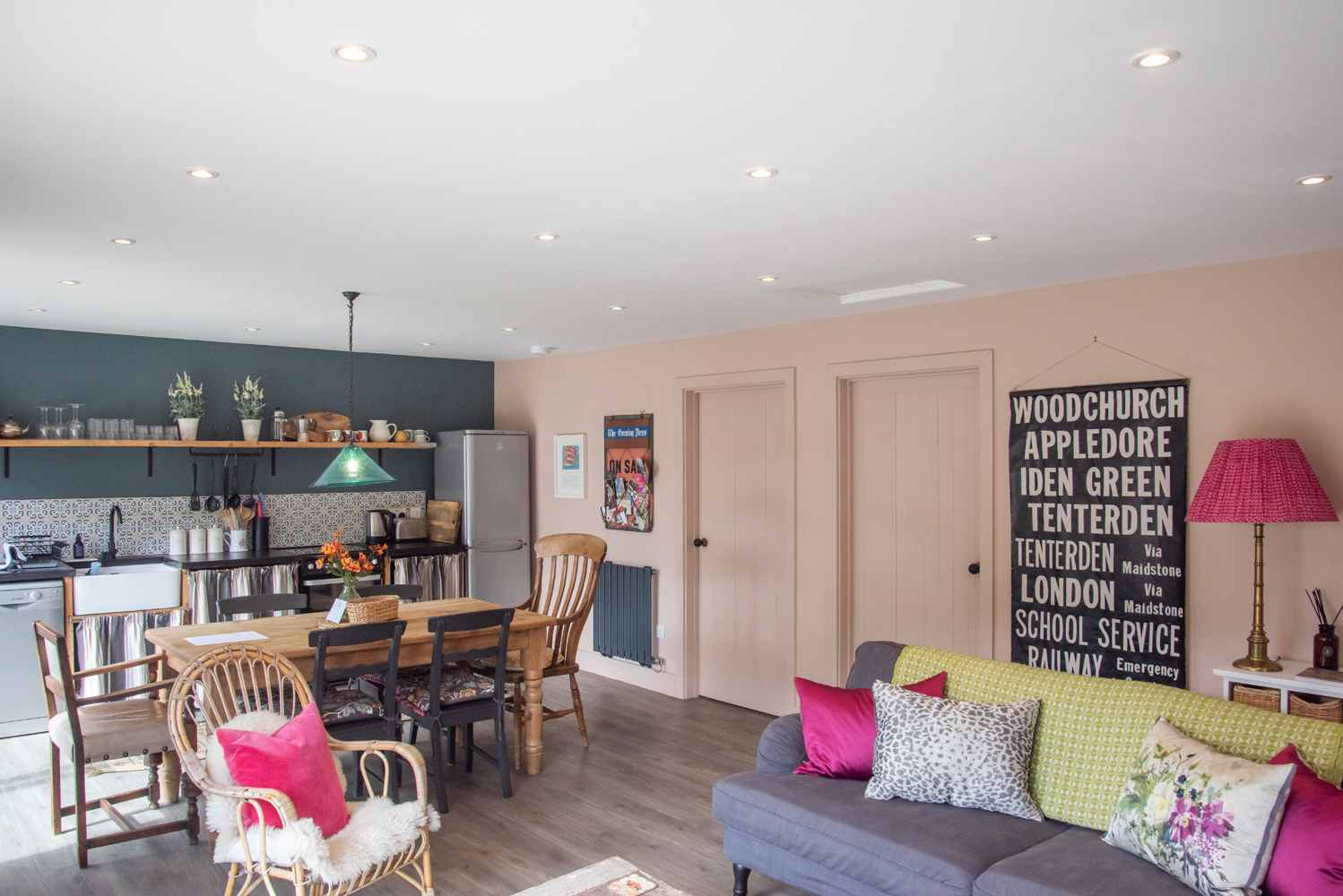 Kingfisher Lodge - kitchen and dining area