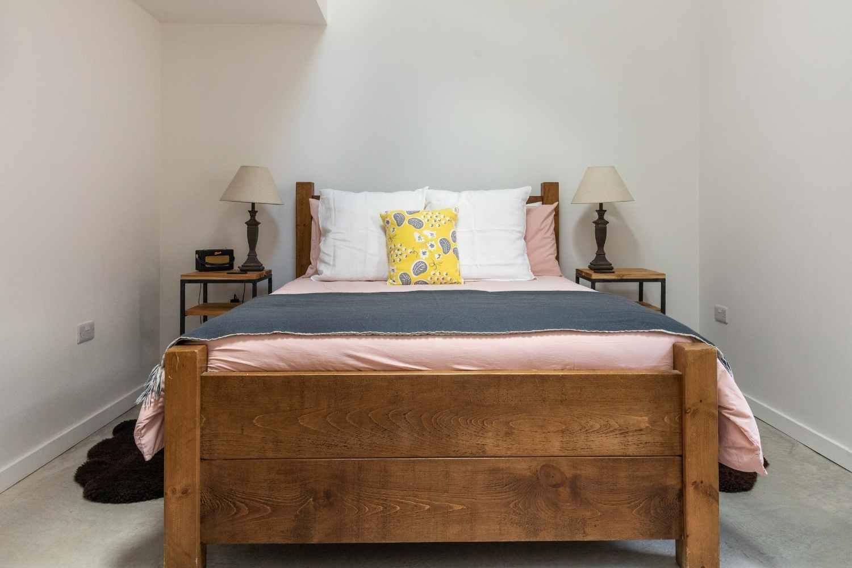Kingsized bedroom 2 - with stylish details