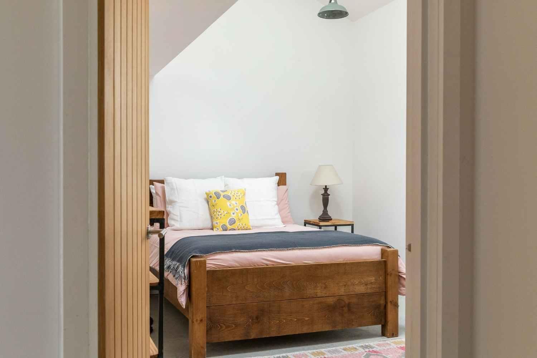 Kingsized bedroom 2