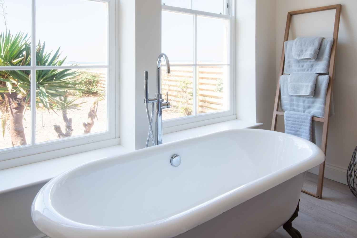 Master bedroom - Bath with a view