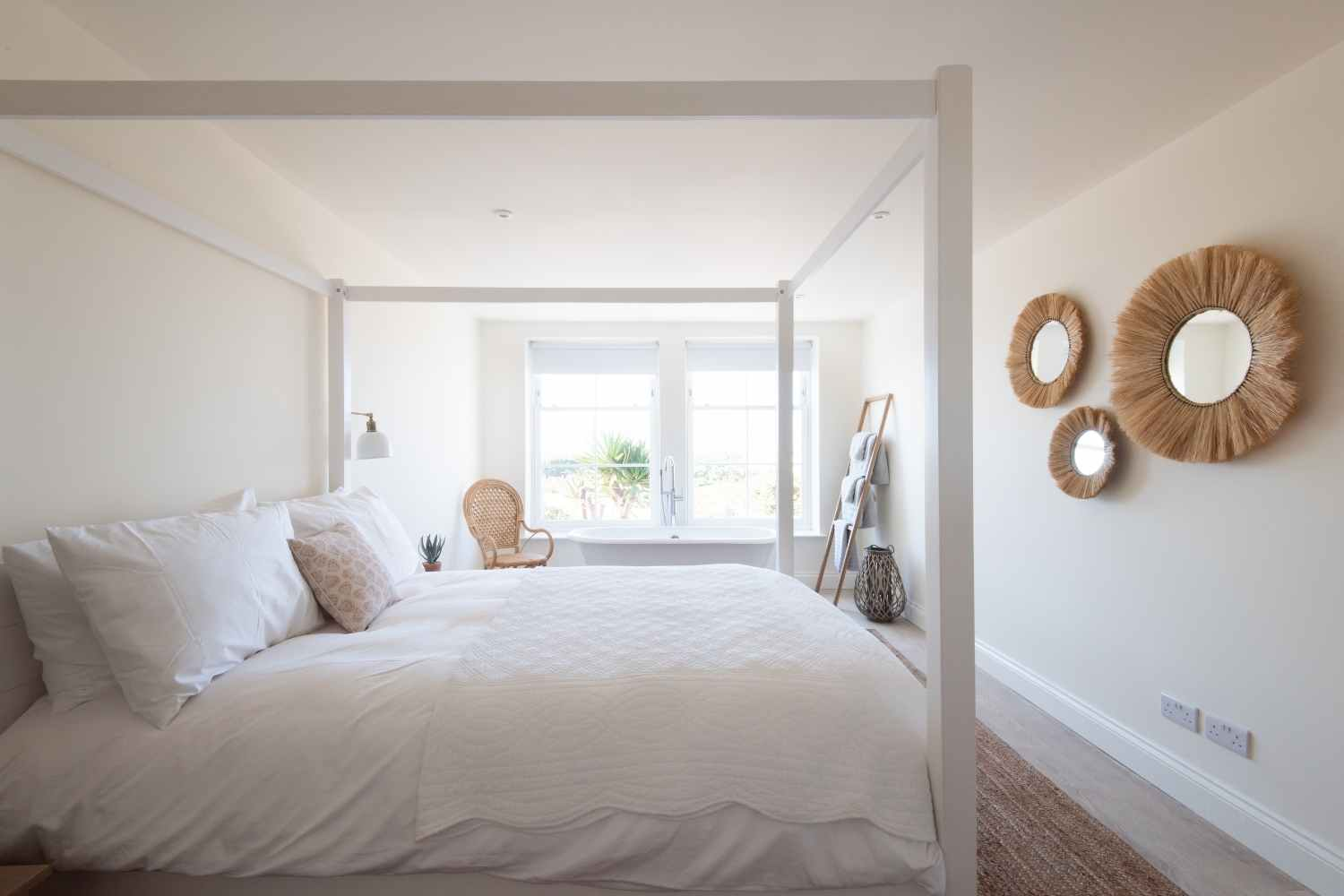 Master bedroom - with kingsize four poster bed
