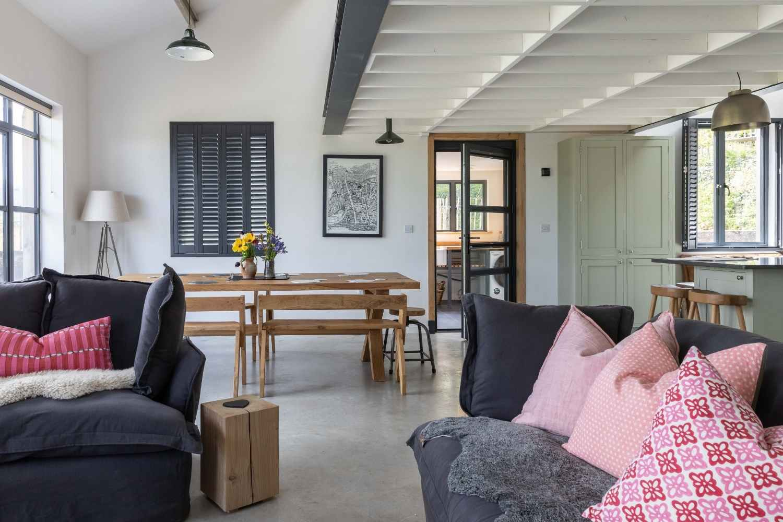 Open plan sitting, dining & kitchen