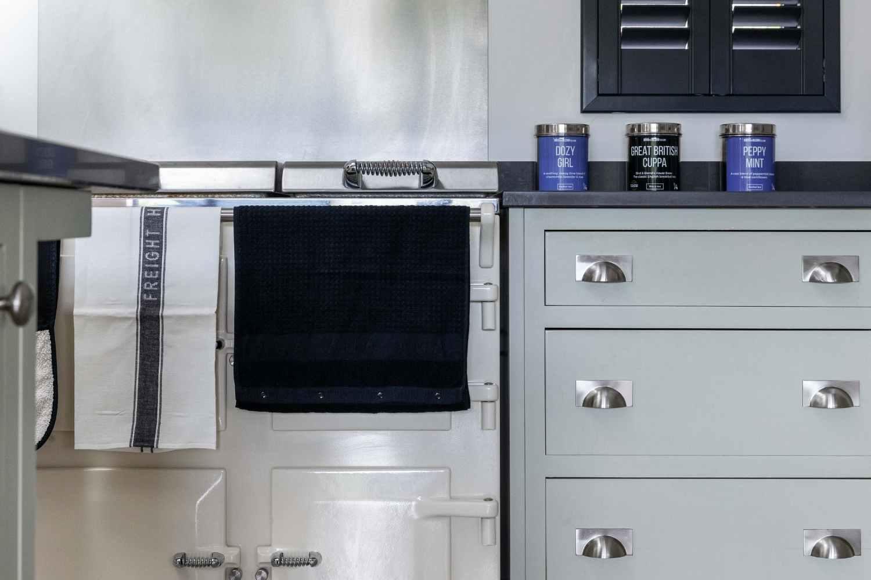 Stylish shaker kitchen with Everhot range