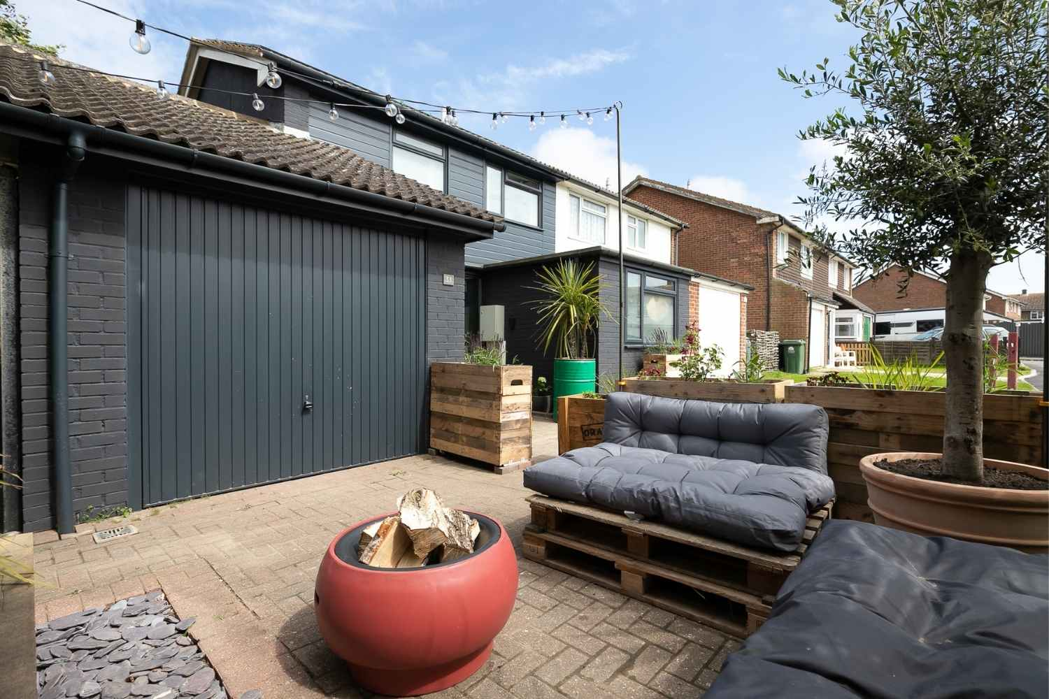 Outdoor lounging, screened with planting
